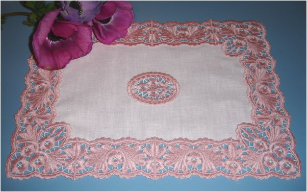 Mini Tablemap with Dantela Lace Frame and Medallion