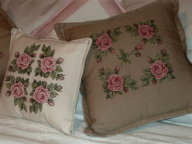 Country Style Rose Pillows with Roses Allure Design Set